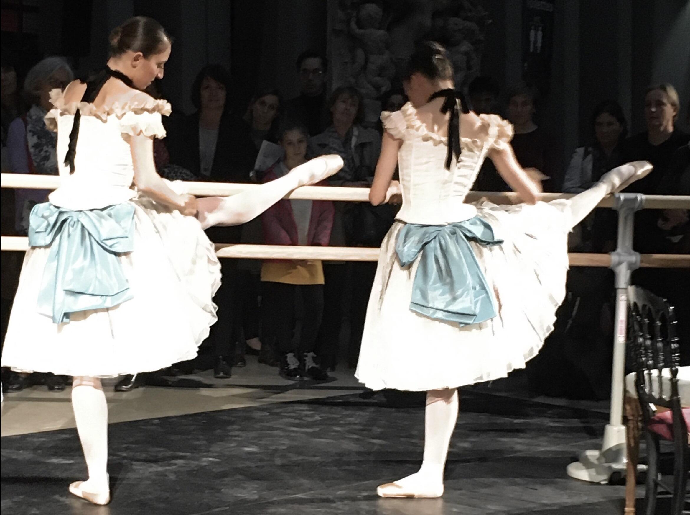 В перформансе, поставленном в Музее Орсе главой балетной труппы Парижской оперы Орели Дюпон, приняли участие балерины кордебалета