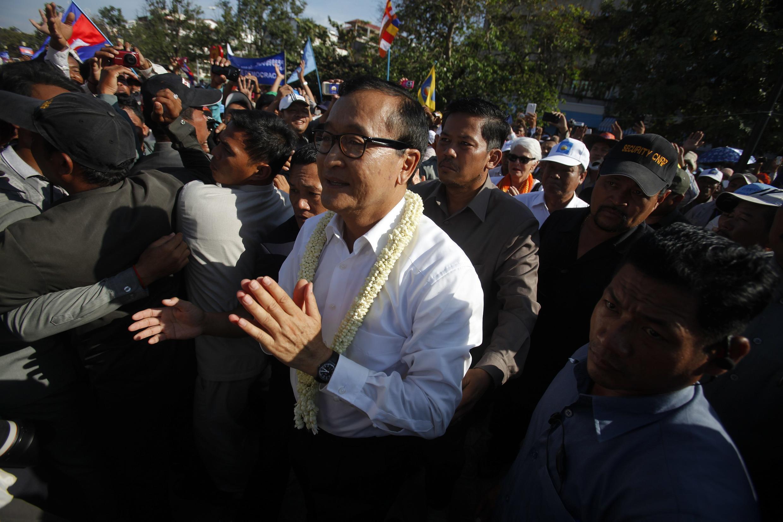 Sam Rainsy, le leader de l'opposition lors d'un rassemblement à Phnom Penh, le 15 décembre 2013.