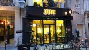 Façade principale du café-restaurant Joyeux, 23 rue Saint-Augustin, Paris 2è.