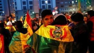 Manifestantes protestam contra Evo Morales em La Paz, na Bolívia, em nove de novembro de 2019