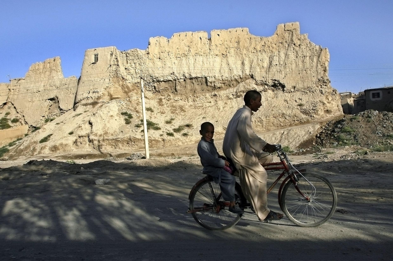 O relevo acidentado do Afeganistão guarda um tesouro em reservas minerais.
