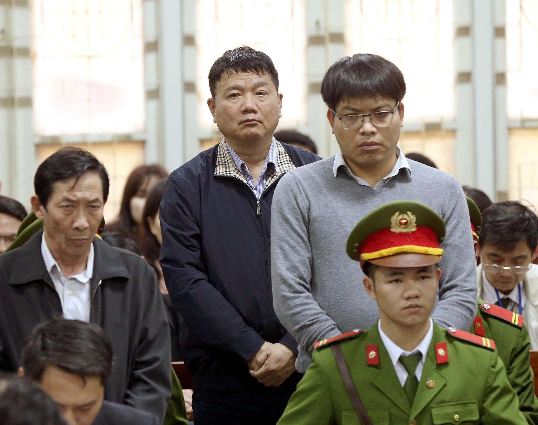 Ông Đinh La Thăng (G) nghe phán quyết của tòa án tại Hà Nội, ngày 22/01/2018.