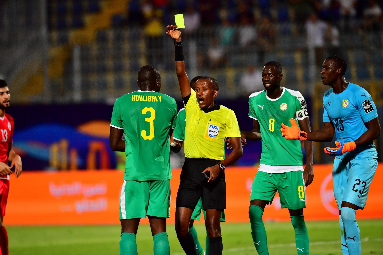 Kalidou Koulibaly averti lors de la demi-finale de la CAN 2019 Sénégal-Tunisie.