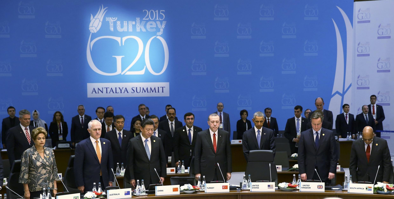 Une minute de silence a été observée lors du G20 à Antalya en Turquie à la mémoire des victimes des attentats à Paris le 13 novembre 2015.