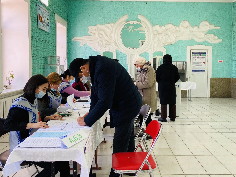 В городе-спутнике Бишкека Канте, в котором находится российская военная авиабаза, к двум часам дня проголосовало чуть больше 10% от зарегистрированных избирателей. Кыргызстан, 10 января, 2021 г.
