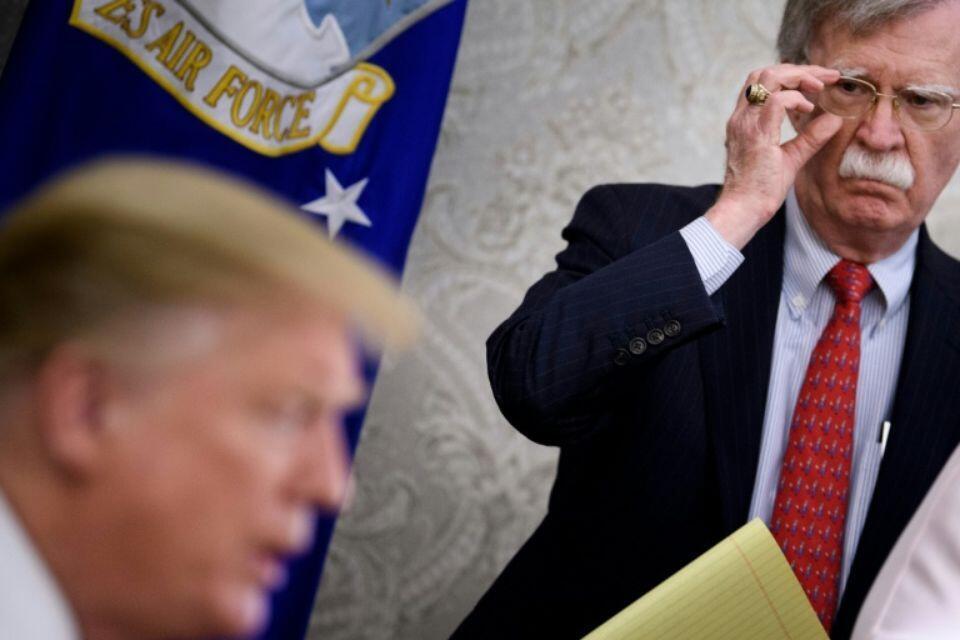 美国总统特朗普与前总统国家安全事务助理博尔顿资料图片