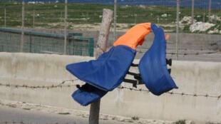 Lester les enfants pour les empêcher de s'agiter, c'est l'objet de ces vestes entre gilets pare-balles ou gilets de sauvetage lestés de sable, pesant entre 1,5kg et 5 kg (photo d'ilustration).