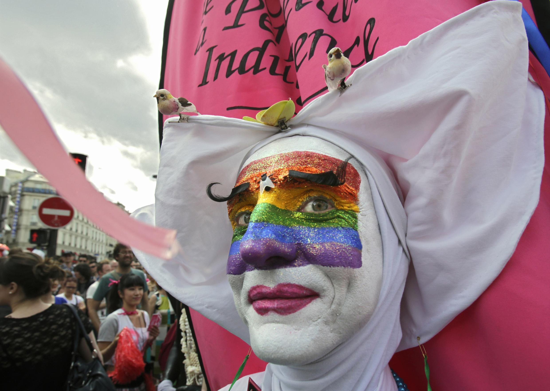 Участник парижского гей-парада, 30.06.2012