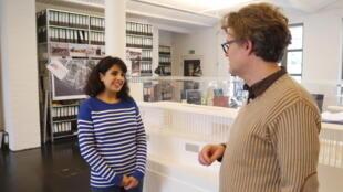 Negine Banndari, 21 ans, originaire d'Iran, où elle a suivi des études d'architecture, photographiée dans un cabinet d'architectes allemand.