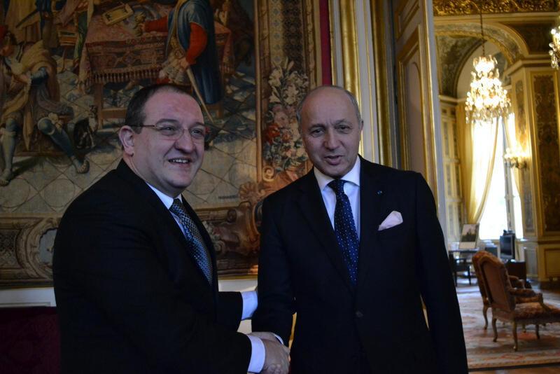 Luis Fernando Carrera con Laurent Fabius, el canciller francés.
