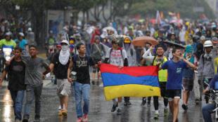 Venezuela yaendelea kukumbwa na maandamano dhidi ya rais wa nchi hiyo, waandamanaji wakimtaka ajiuzulu.