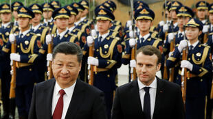 Macron and Chinese President Xi Jinping review the guard of honour during a welcoming ceremony at the Great Hall of the People in Beijing on 9 January, 2018.