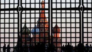 Евросоюз напомнил Кремлю: снятие санкций напрямую связано с выполнением Минских соглашений