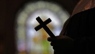 Впервые в истории Франции представители католической церкви примут в этот четверг, 13 июня, детей священников из ассоциации «Дети молчания»