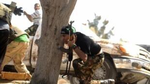 Повстанцы на подступах к Триполи 21 августа 2011.