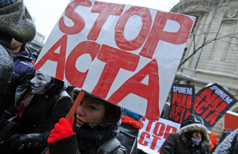 Biểu tình phản đối Hiệp định ACTA tại Rumani, 11/02/2012
