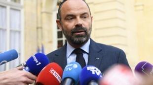 Primeiro-ministro francês, Edouard Philippe, à imprensa, antes do seminário do governo sobre medidas à crise dos coletes amarelos