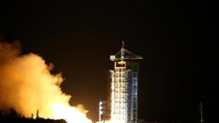 A China efetuou nesta terça-feira (16) o primeiro lançamento mundial de um satélite de comunicação quântica.