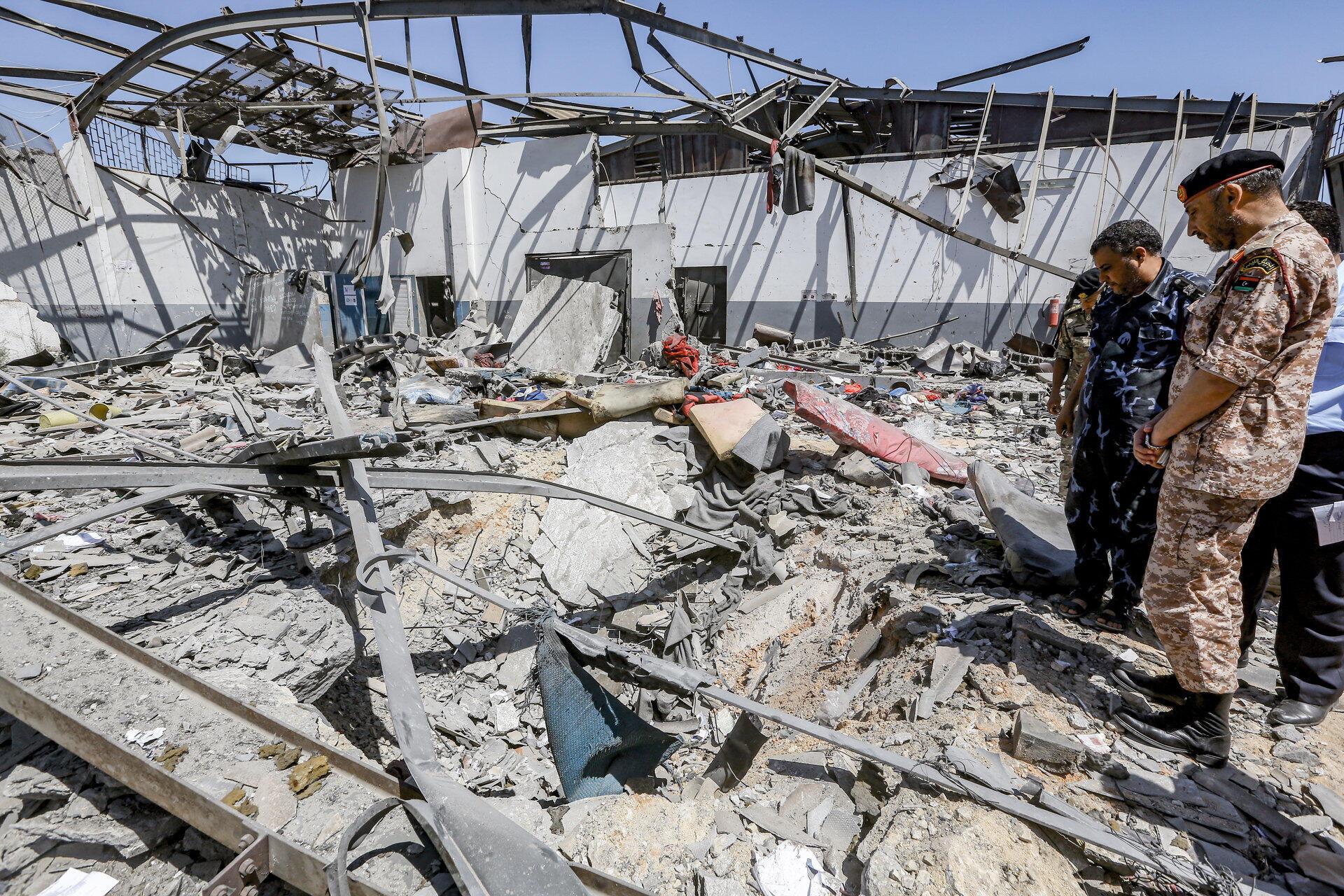 Центр содержания мигрантов в Таджуре после бомбардировки,3 июля 2019
