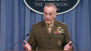 La guerre «est en train de se déplacer» du Proche-Orient vers l'Afrique, a déclaré le chef d'état-major américain, le général Joseph Dunford. (photo) lors d'une conférence de presse au Pentagone, à Washington, le 23 octobre 2017.