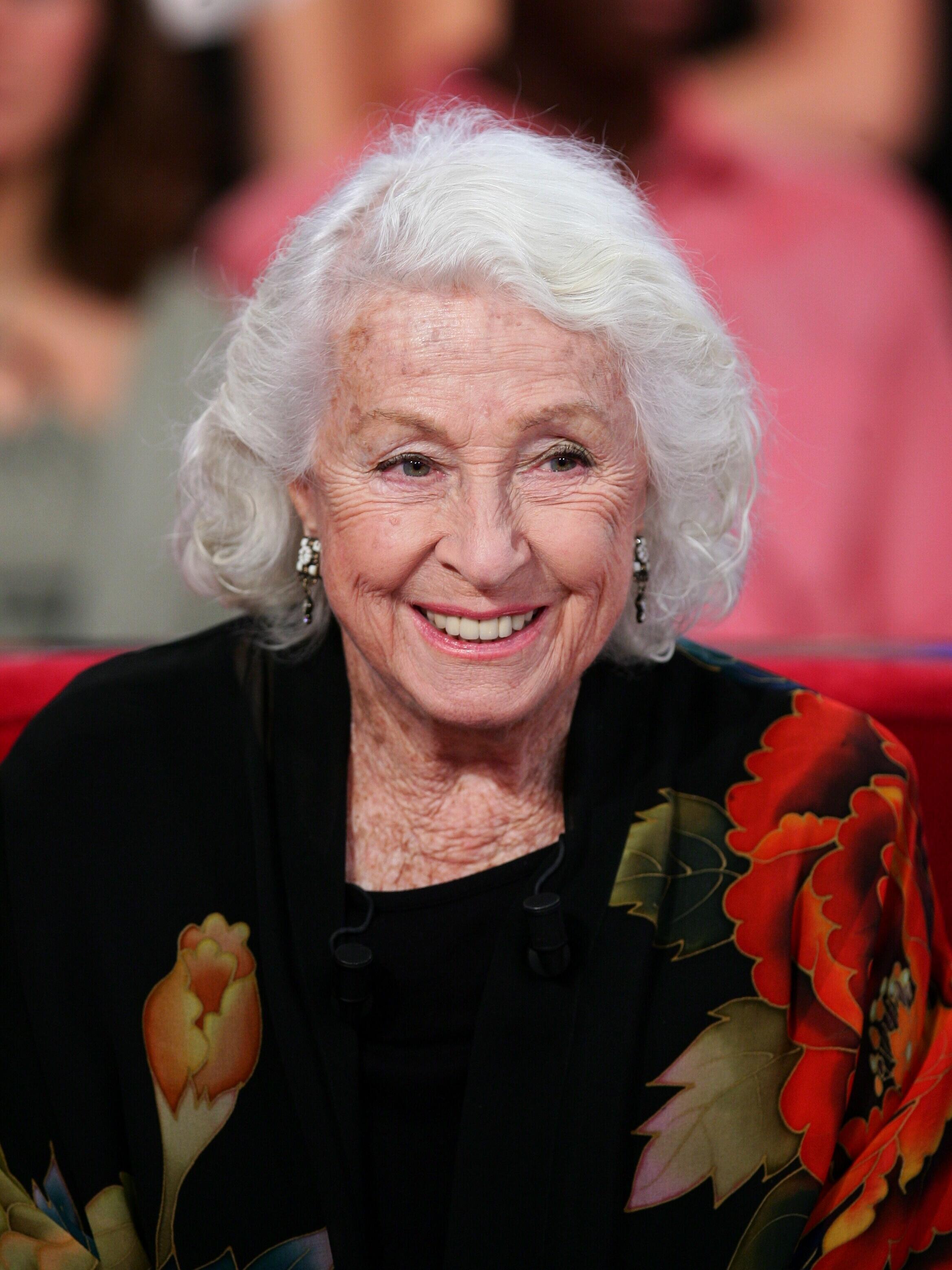 Em 2007, a atriz esbanjava sorrisos em um programa da TV francesa.