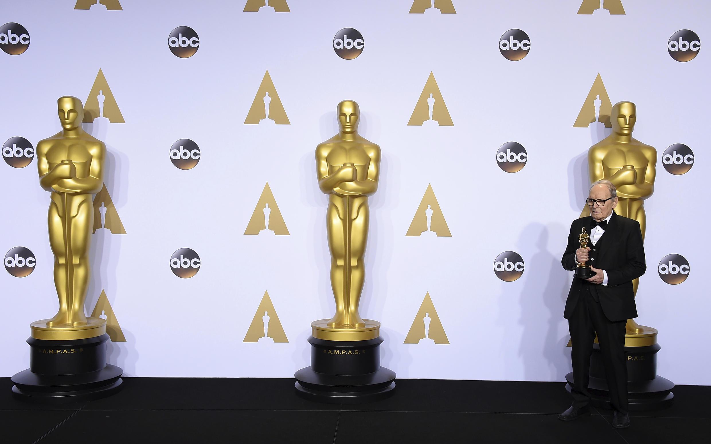 """انیو موریکونه در سال۲۰۱۶در سن۸۷سالگی برای فیلم """"هشت نفرتانگیز"""" ساختۀ کوئنتین تارانتینو، موفق به دریافت جایزه اسکار شد."""