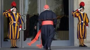 Cardeais chegam à Roma para preparativos do Conclave