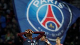 Tim Weah se lamenta en el partido del Paris Saint Germain contra FC Metz, en el Parque de los Príncipes, el 10 de marzo de 2018.