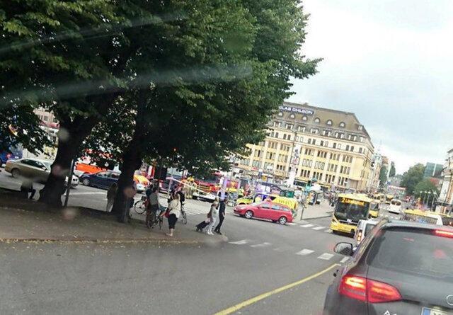 Foto feita por um telefone celular da Turku Market Square, onde várias pessoas foram esfaqueadas em 18 de agosto de 2017