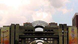 La cumbre de la CELAC abre el 2 de diciembre de 2011 en Caracas en presencia de una treintena de líderes regionales.