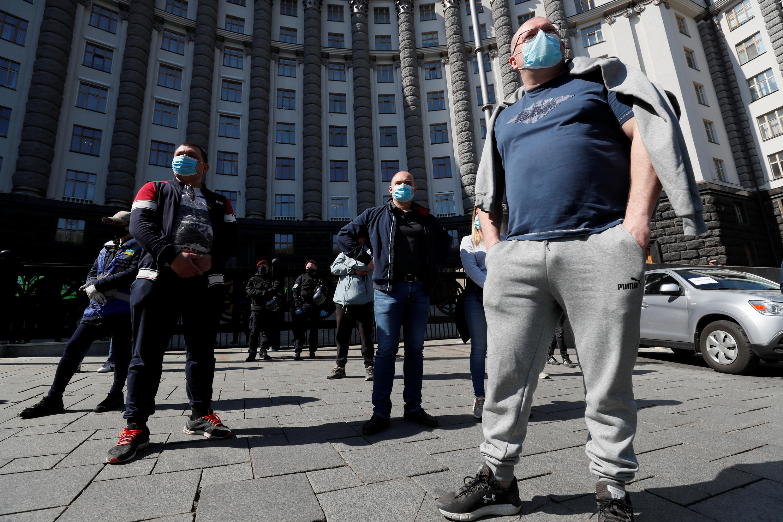В Киеве предприниматели провели манифестацию перед зданием правительства.