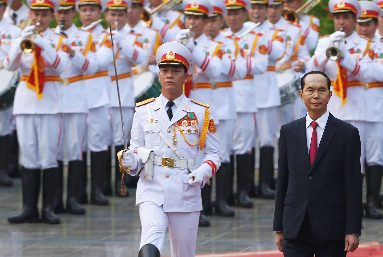 Ông Trần Đại Quang duyệt đội quân danh dự tại phủ chủ tịch, Hà Nội, ngày 11/09/2018