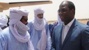 ministan harakokin wajen Burkina Fasa, Djibril Bassolé, wakilin Cédéao, ya hadu da  Iyad Ag Ghali, shugaban yan tawayen kungiyar islama ta Ansar Dine, garin  Kidal.