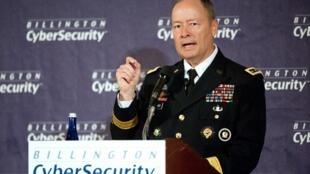 Keith Alexander, le patron de la NSA, prononce un discours lors du 4e sommet annuel sur la cybersécurité, à Washington, le 25 septembre 2013.