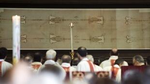 O santo sudário ficará exposto na capela da catedral São João Batista de Turim até o dia 23 de maio.