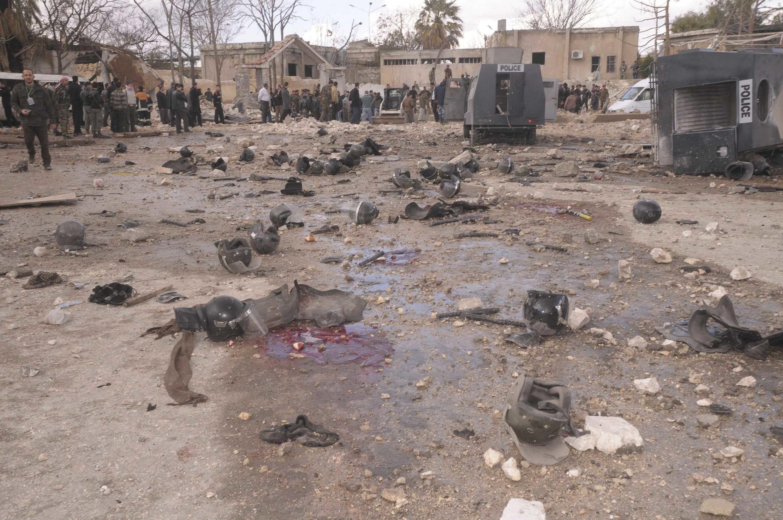 На месте взрыва перед зданием главного полицейского управления Алеппо. Сирия 10/02/2012