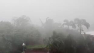 Chuvas fortes começaram a cair e os ventos são violentos na província de Cagayan, nas Filipinas