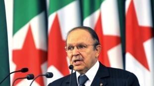 Le président algérien Abdelaziz Bouteflika durant son discours célébrant sa ré-élection (avril 2009).