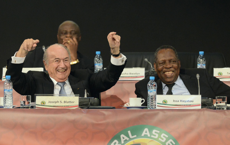 Joseph Blatter (à gauche) et Issa Hayatou, à Marrakech en mars 2013.