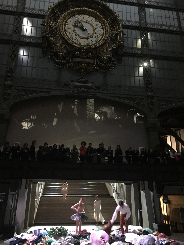 Заключительная сцена спектакля, посвященного Дега, в Музее Орсе. Октябрь 2019 г.