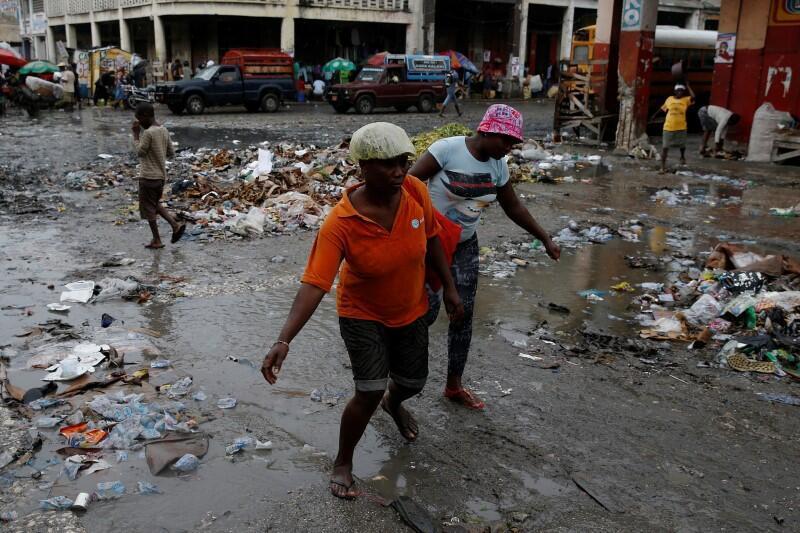 Furacão Matthew devastou algumas regiões do Haiti, onde deixou cinco mortos.