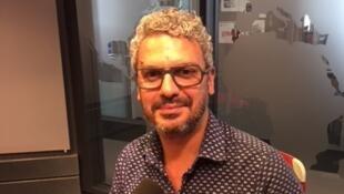 L'écrivain algérien Brahim Metiba en studio à RFI (juillet 2019).
