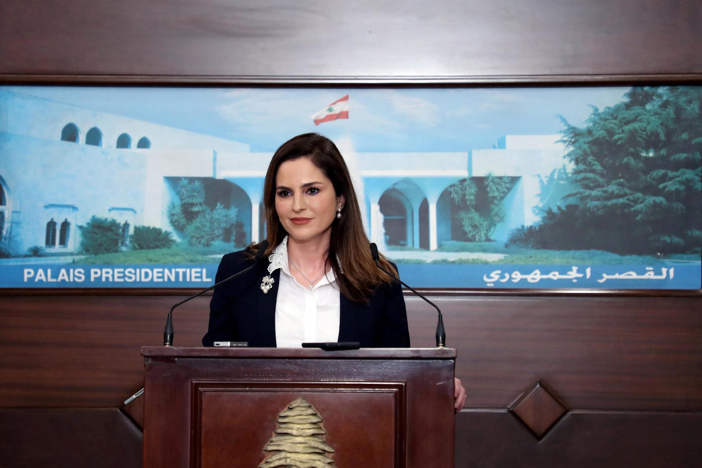"""Manal Abdel Samad deixou o ministério da Informação neste domingo (9), por não poder """"responder às expectativas"""" da população."""