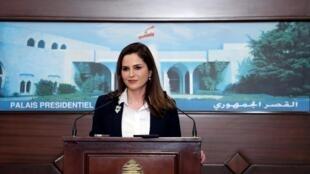 La ministre de l'Information Manal Abdel Samad lors d'une conférence de presse, au palais présidentiel de Baabda, au Liban, le 25 février 2020.