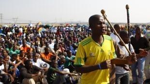 Mineurs en grève de la mine Marikana de Lonmin le 14 septembre 2012.