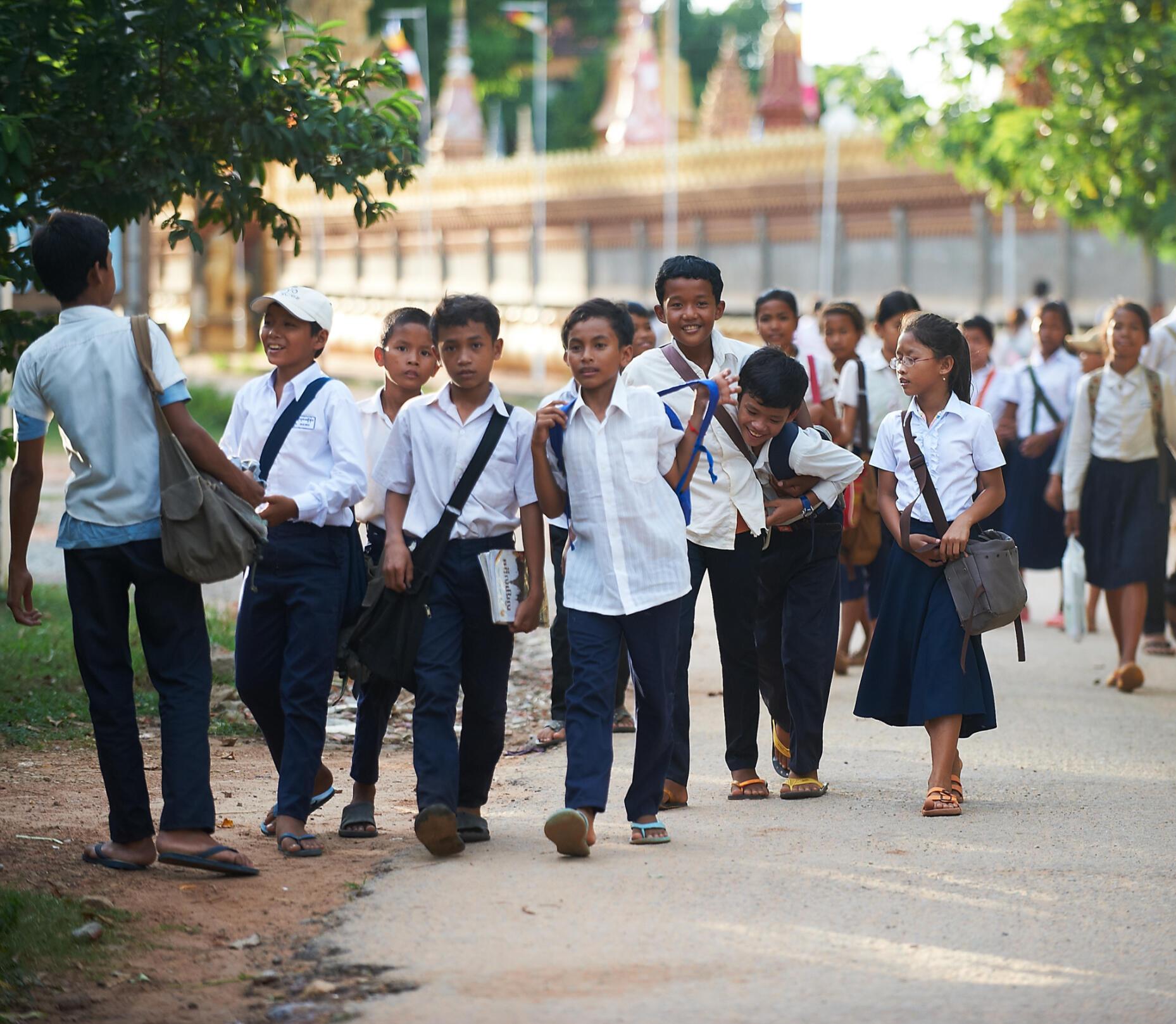 Học sinh một trường tư ở Cam Bốt lúc tan học.