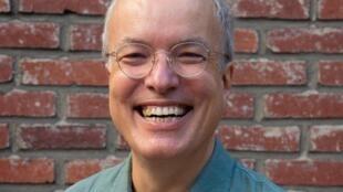 Portrait d'Emmanuel Guibert, le scénariste d'Ariol qui fête cette année ses 20 ans.