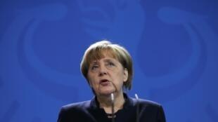 A chanceler alemã, Angela Merkel, durante pronunciamento nesta terça-feira (20) após atentado ocorrido em Berlim.