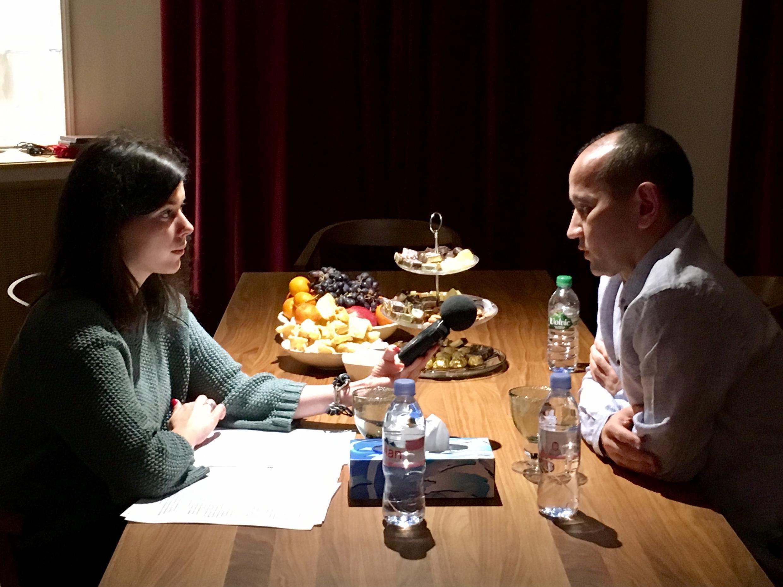Мухтар Аблязов в Париже через несколько дней после освобождения дает интервью RFI, 14 декабря 2016 года