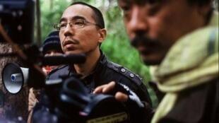 Đạo diễn Apichatpong tại phim trường (Illuminations Films Productions)